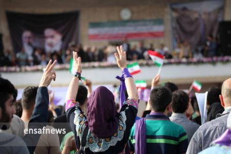 گزارش تصویری: همایش ایثارگران حامی روحانی در ورزشگاه حیدرنیا