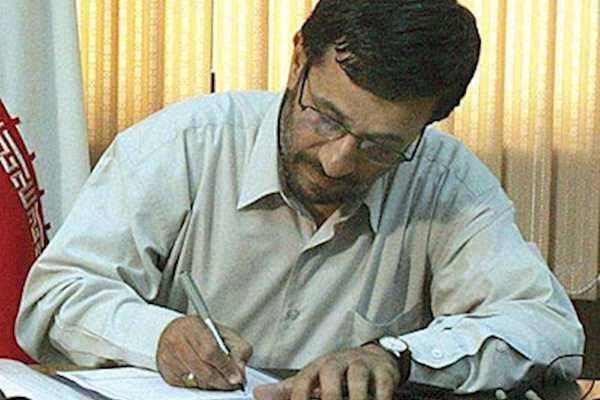 تا جایی که میدانم احمدی نژاد پروانه وکالت ندارد