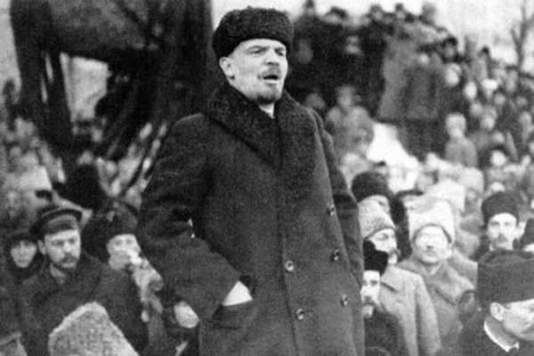 انقلاب اکتبر به مثابه انحراف از مارکسیسم به لنینیسم