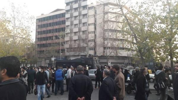 گزارش ایسنا از ناآرامی در خیابان انقلاب تهران