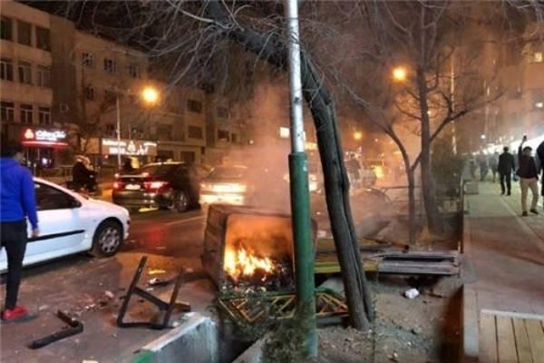 تحلیلگران: خیابانهای تهران و نفت ۱۰۰ دلاری
