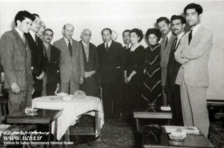 خلیل ملکی به اتفاق برخی از اعضای نیروی سوم در دیدار با دکتر محمد مصدق. شمس آل احمد نفر اول از راست منبع: مطالعات تاریخ معاصر ایران