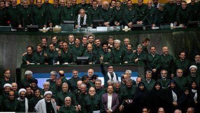طنز   در حکایت پوشیدن لباس سپاه توسط نمایندگان مجلس