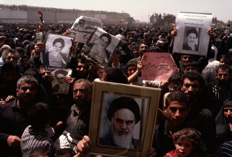 عکس | روایت خارجی مراسم تشییع جنازه امام خمینی