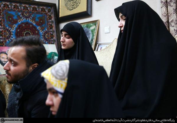 حضور رهبری در منزل شهید قاسم سلیمانی [+تصاویر]