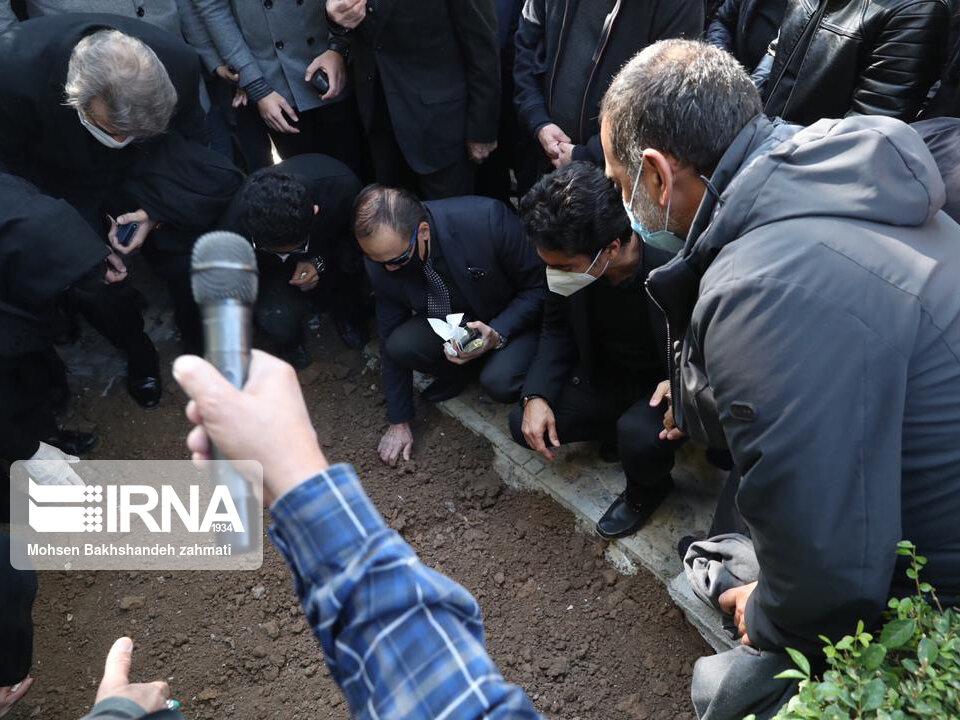157664733 - در مراسم خاکسپاری محمدرضا شجریان چه گذشت؟ [+عکس]