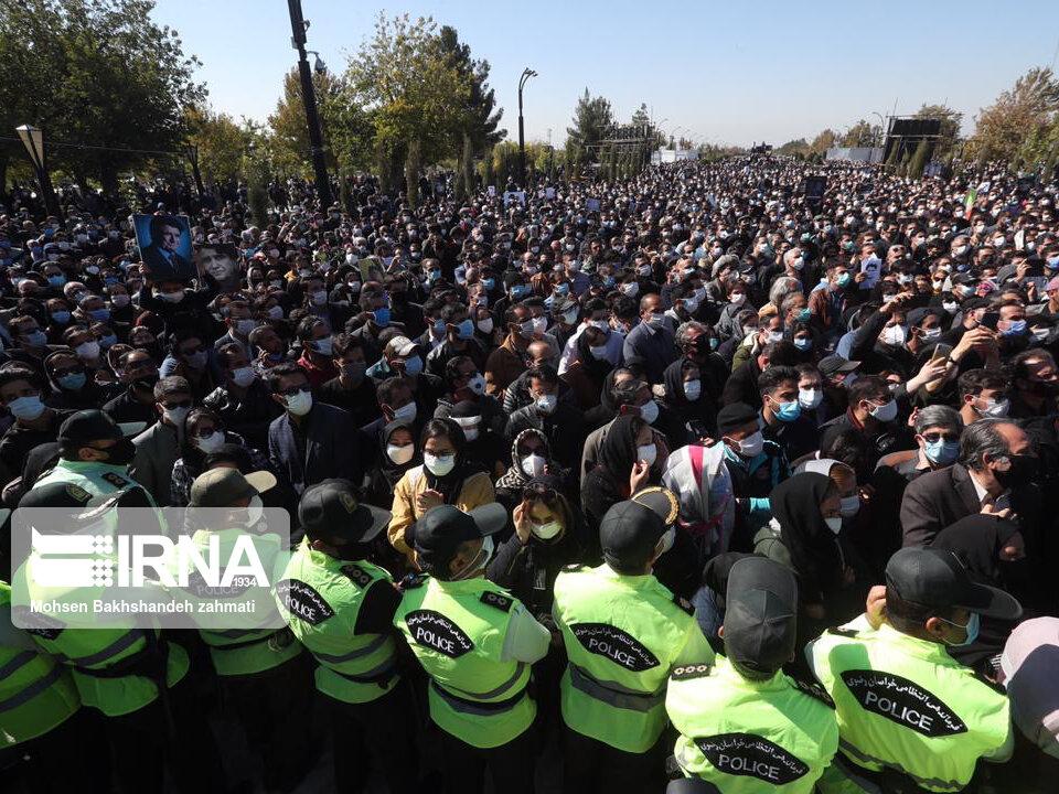 157664740 - در مراسم خاکسپاری محمدرضا شجریان چه گذشت؟ [+عکس]