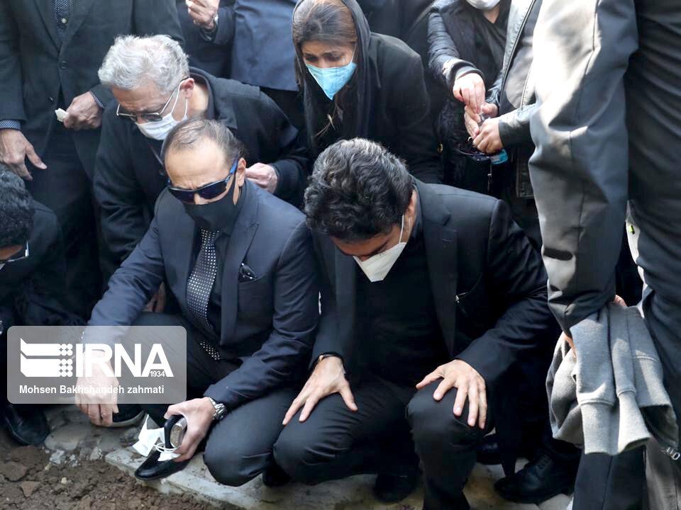 157664742 - در مراسم خاکسپاری محمدرضا شجریان چه گذشت؟ [+عکس]