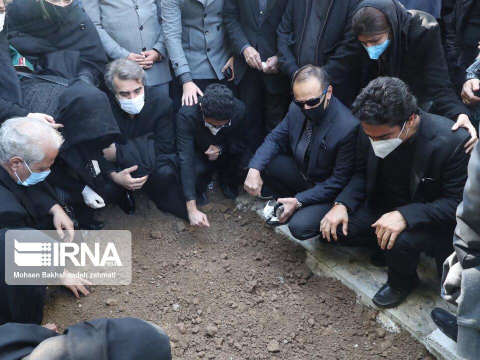157664751 - در مراسم خاکسپاری محمدرضا شجریان چه گذشت؟ [+عکس]