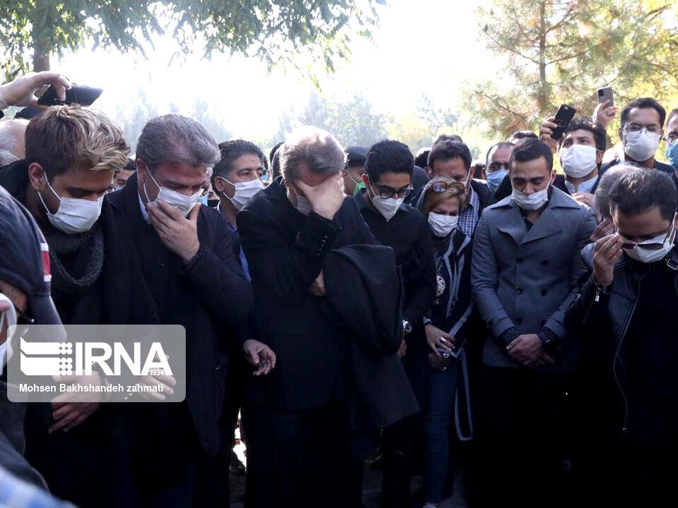 157664754 - در مراسم خاکسپاری محمدرضا شجریان چه گذشت؟ [+عکس]