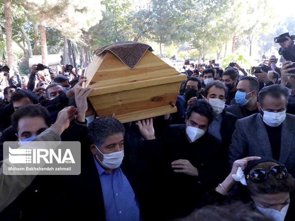 157664755 - در مراسم خاکسپاری محمدرضا شجریان چه گذشت؟ [+عکس]