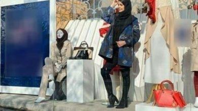 عکس | مانکن زنده خانم در ویترین فروشگاهی در مشهد