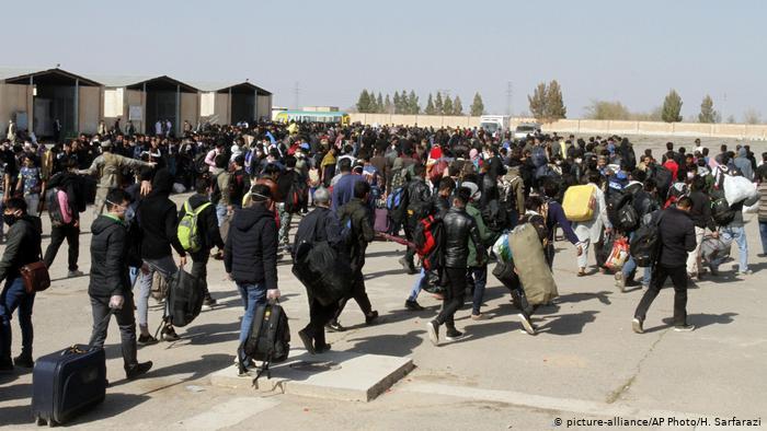 بازگشت ۸۵۰ هزار مهاجر افغان از ایران به دلیل شیوع کرونا