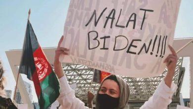 عکس | شعارهای جالب افغانستانیها در آمریکا